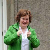 Susan Boyle invite ses fans à une orgie sur Twitter ! Qui est chaud pour la Sus' anal bum party ?