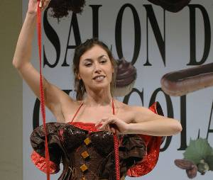 Olivia Ruiz met son costume de Femme Chocolat au placard pour revêtir celui de Miss Météo !