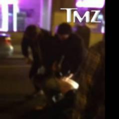 Liam Hemsworth pète un câble à la sortie d'un bar ! (VIDEO)