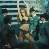 Jennifer Love Hewitt (encore) à moitié nue pour The Client List saison 2