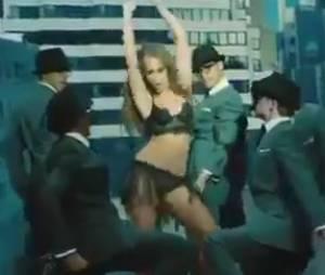 Jennifer Love Hewitt se dénude pour The Client List