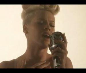 Le clip de Just Give Me A Reason de Pink