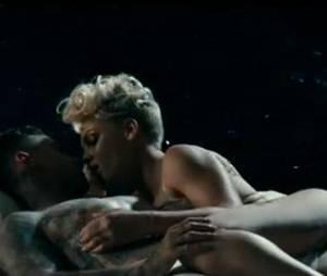 Pink avec son compagnon dans le clip de Just Give Me A Reason