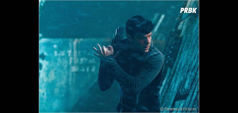 Spock et sa coupe Playmobil dans Star Trek Into Darkness