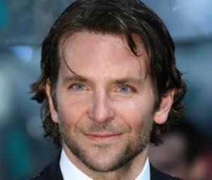 Les cheveux de Bradley Coopersouffrent de la pluie aux BAFTA 2013