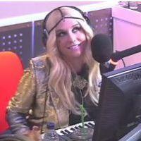 Kesha : ses seins au lieu des mains pour jouer du synthé
