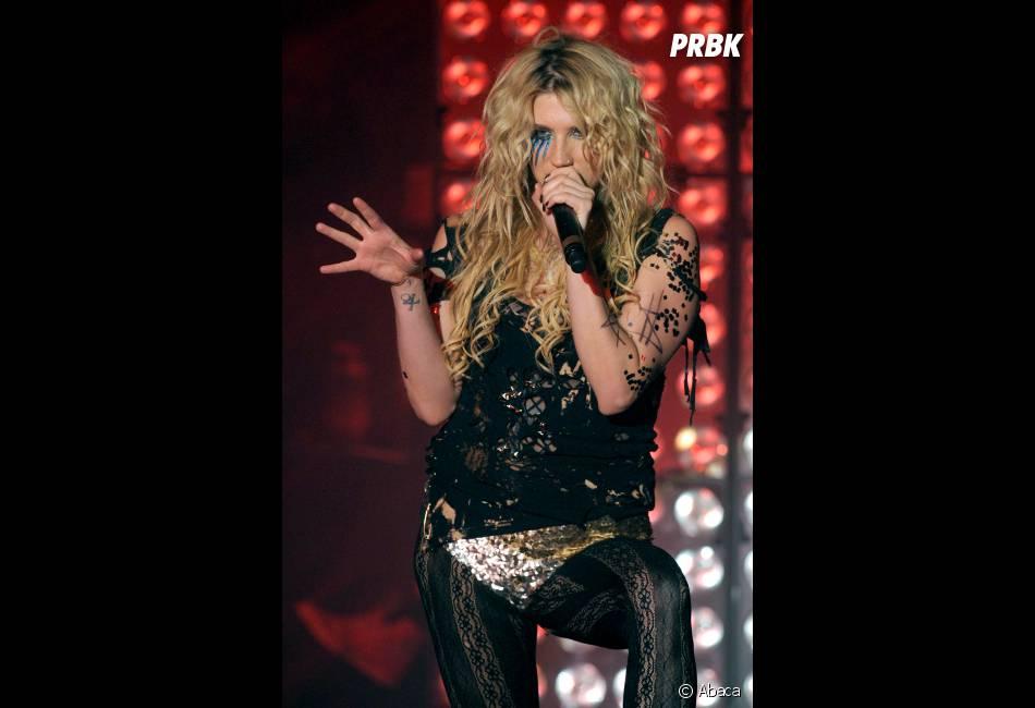 Kesha fait tout avec ses boobs