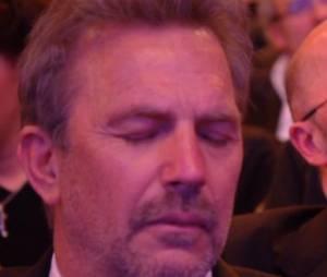 Kevin Costner a gardé les yeux fermés pendant plusieurs minutes