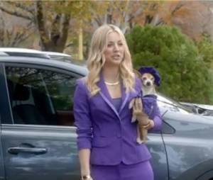 Kaley Cuoco dans une publicité pour Toyota lors du Super Bowl 2013