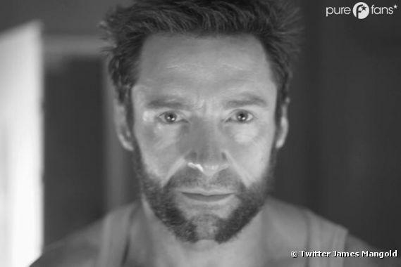 Hugh Jackman prend la pose pour Wolverine
