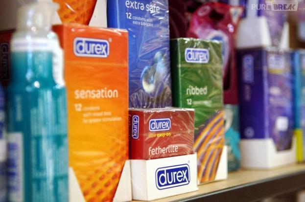 Pierre Bergé souhaite que chaque collège et lycée dispose d'un distributeur de préservatifs gratuits
