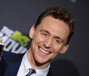 Tom Hiddleston reçoit le prix de meilleur méchant aux MTV Movie Awards 2013