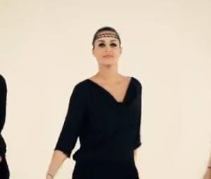 Jeny Priez fait la promotion des vêtements, chaussures et accessoires de la marque
