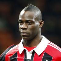 Mario Balotelli : victime de chants racistes, l'arbitre arrête le match