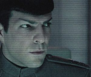 John Harrison livre un message pirate contre Spock dans Star Trek Into Darkness