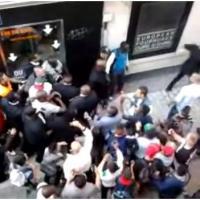 Booba : coup de poing à un passant en pleine rue ? La vidéo qui buzze