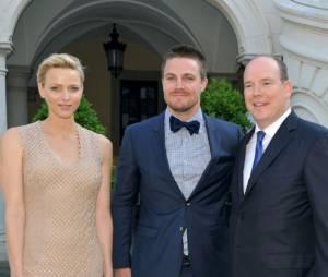 Stephen Amell, le Prince Albert et Charlene Wittstock lors du Festival de télévision de Monte Carlo 2013