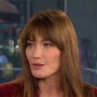 Carla Bruni-Sarkozy : en promo aux Etats-Unis, elle défend François Hollande