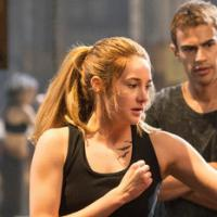 Divergent - Shailene Woodley : un rôle très différent de Jennifer Lawrence dans Hunger Games