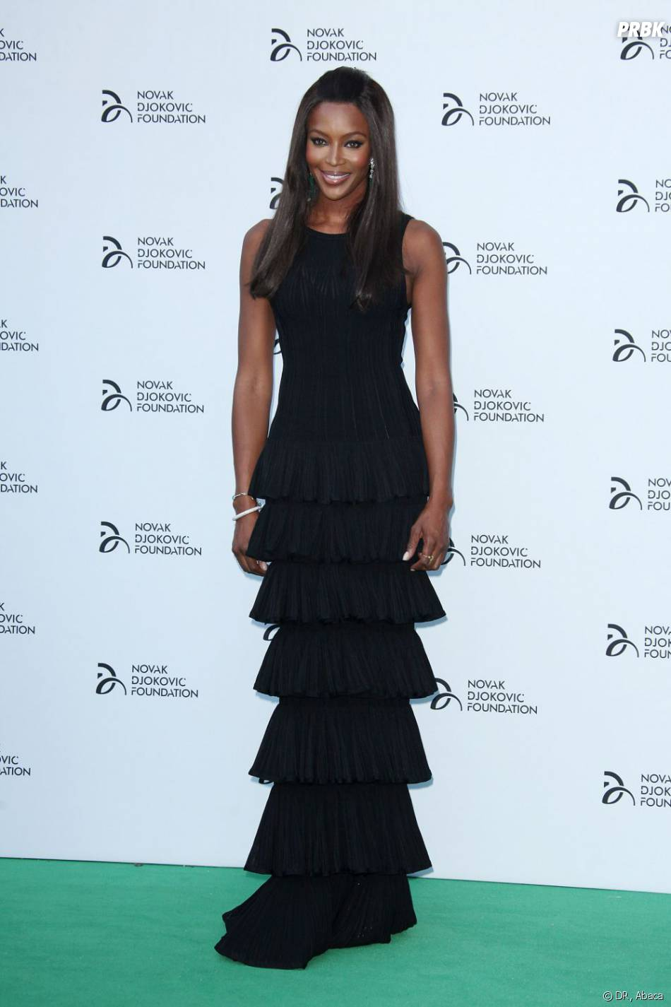 Naomi Campbell resplendissante lors du dîner caritatif de Novak Djokovic à Londres le 8 juillet 2013.