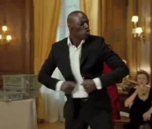Omar Sy danse sur Earth Wind and Fire dans Intouchables