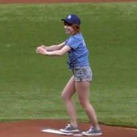 Carly Rae Jepsen ridiculisée pendant un match de baseball