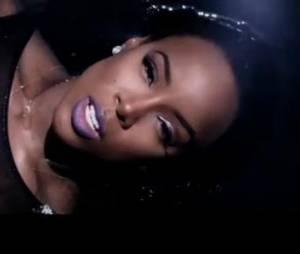 """Kelly Rowland dans son nouveau clip """"Dirty Laundry""""."""