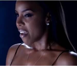 """Kelly Rowland toute en simplicité dans son clip """"Dirty Laundry""""."""