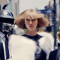 Daft Punk et Karlie Kloss : photoshoot robotique et sexy pour Vogue US