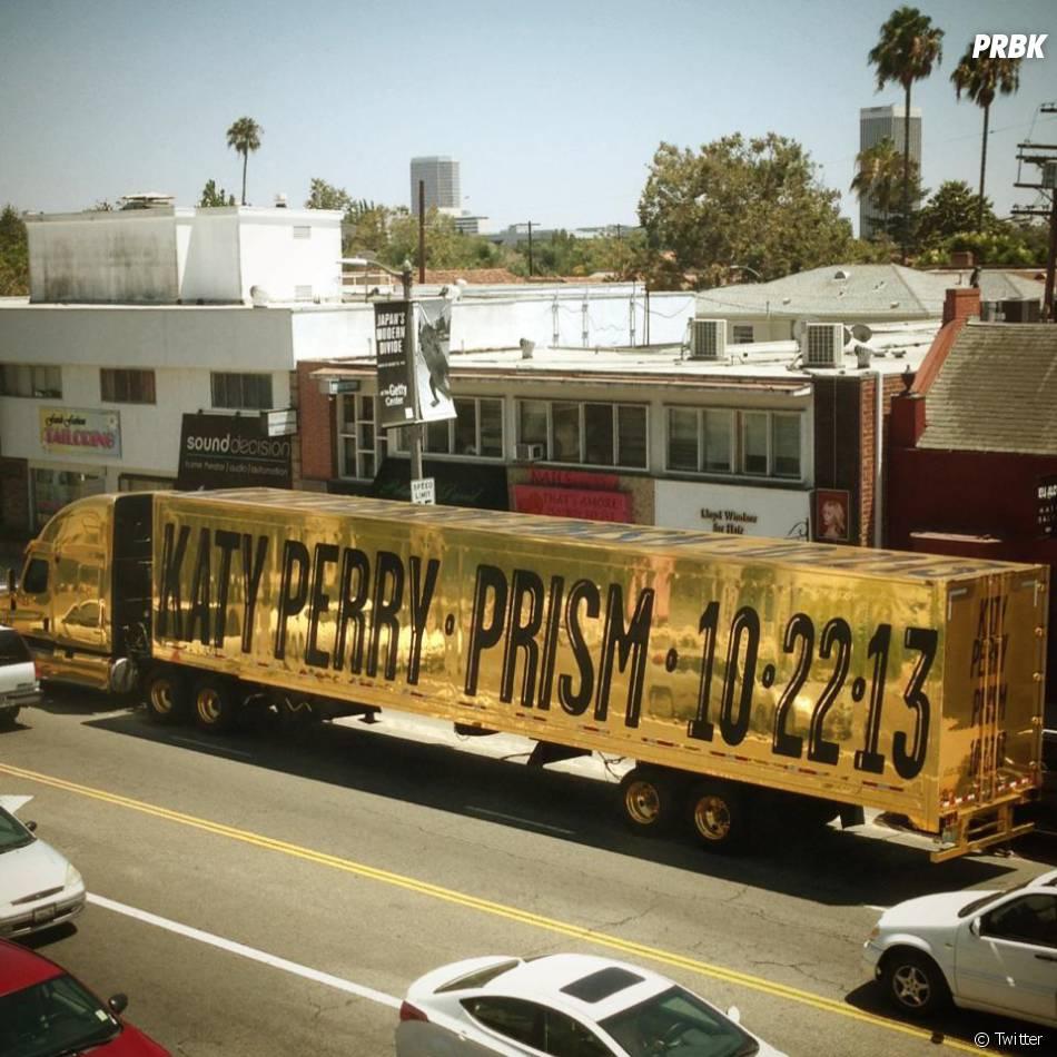 Katy Perry : Prism annoncé sur un camion doré