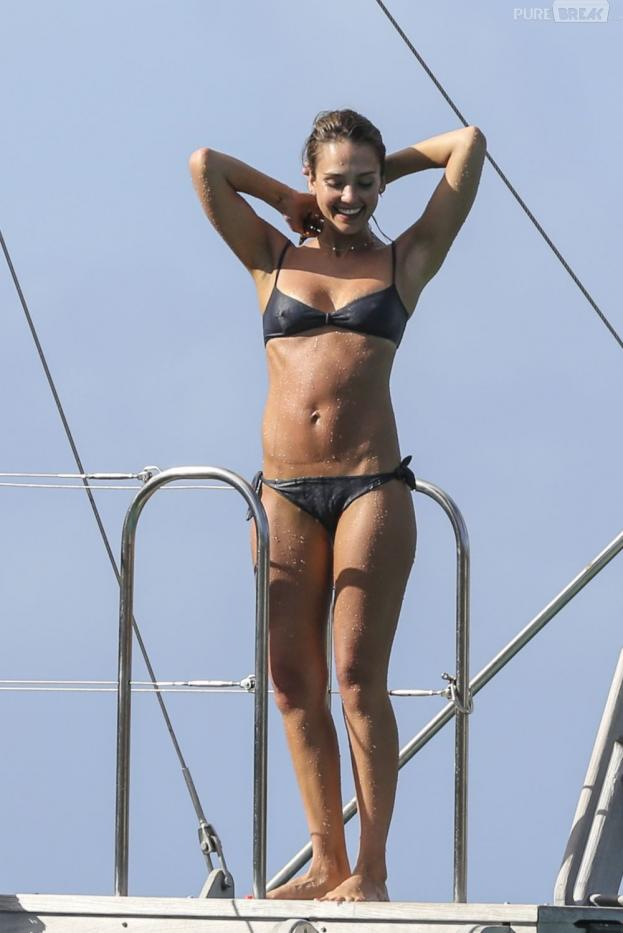 Jessica Alba en vacances à Saint-Barthélemy le 6 avril 2013