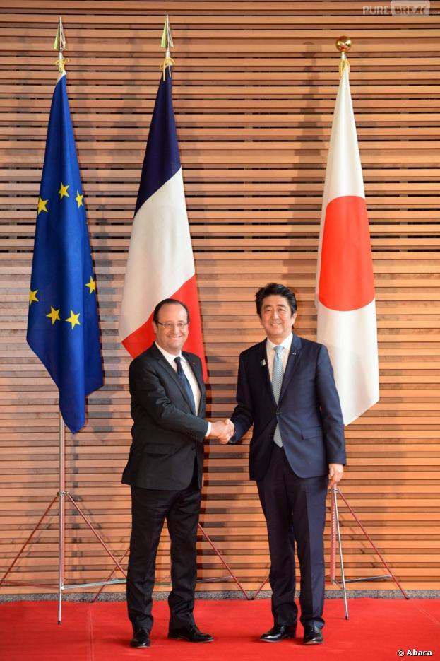 François Hollande, en déplacement au Japon, a reçu une Wii U et des jeux de la part d'Ubisoft lors de sa dernière visite en juin 2013