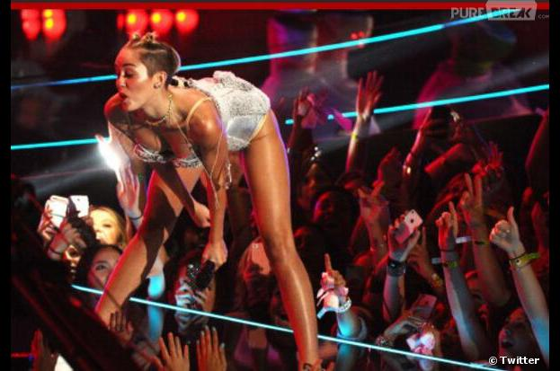 Miley Cyrus : son show aux MTV VMA 2013 a déchaîné les médias