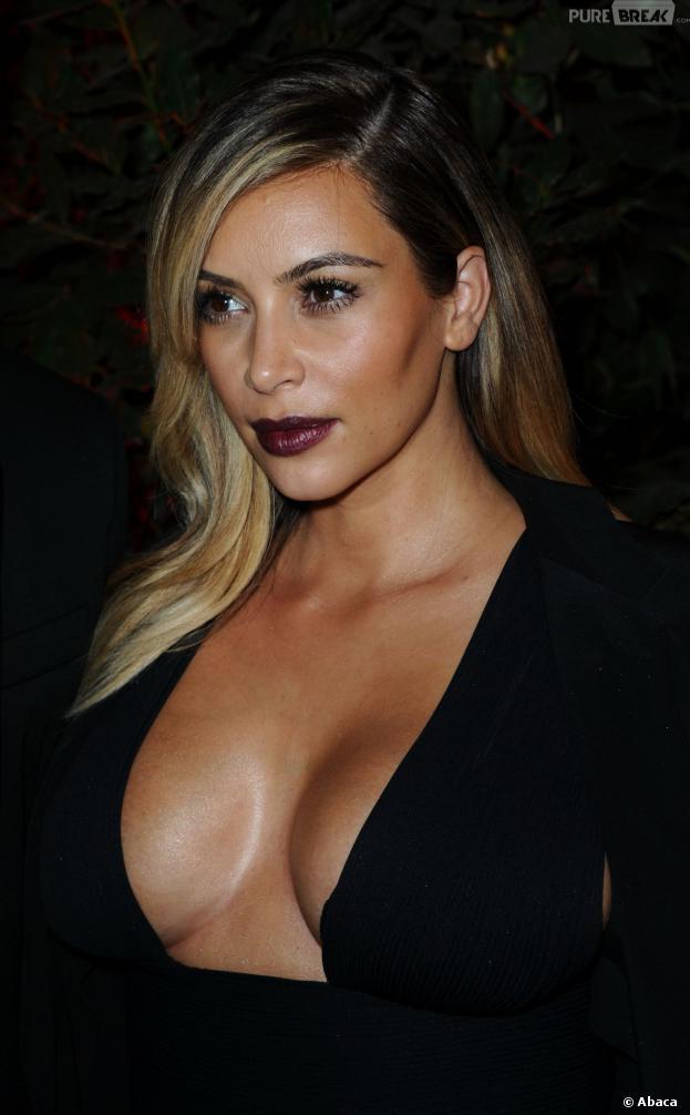 Kim Kardashian blonde et décolletée à Paris, le 1er octobre 2013