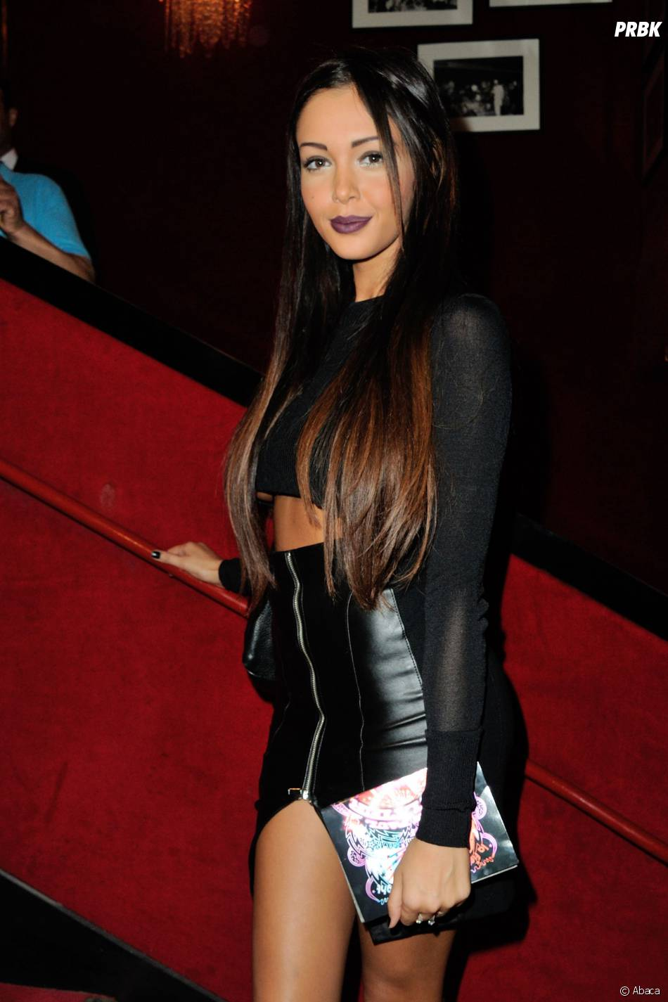 Nabilla Benattia, une starlette qui marche dans la télé-réalité.