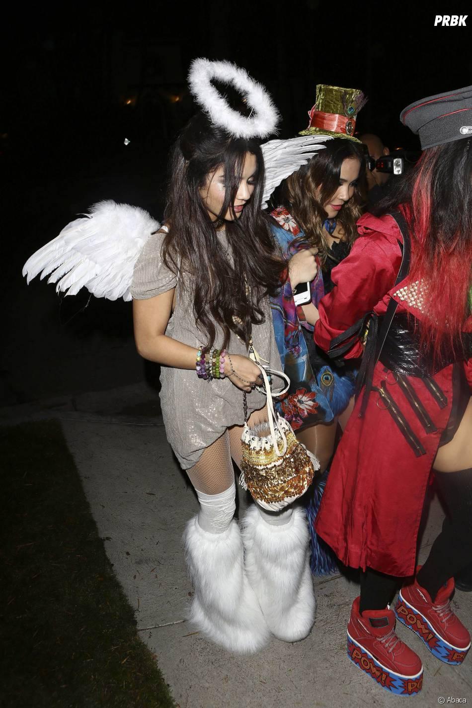 Vanessa Hudgen déguisée en ange pendant une fête d'Halloween organisée le 25 octobre, à Los Angeles