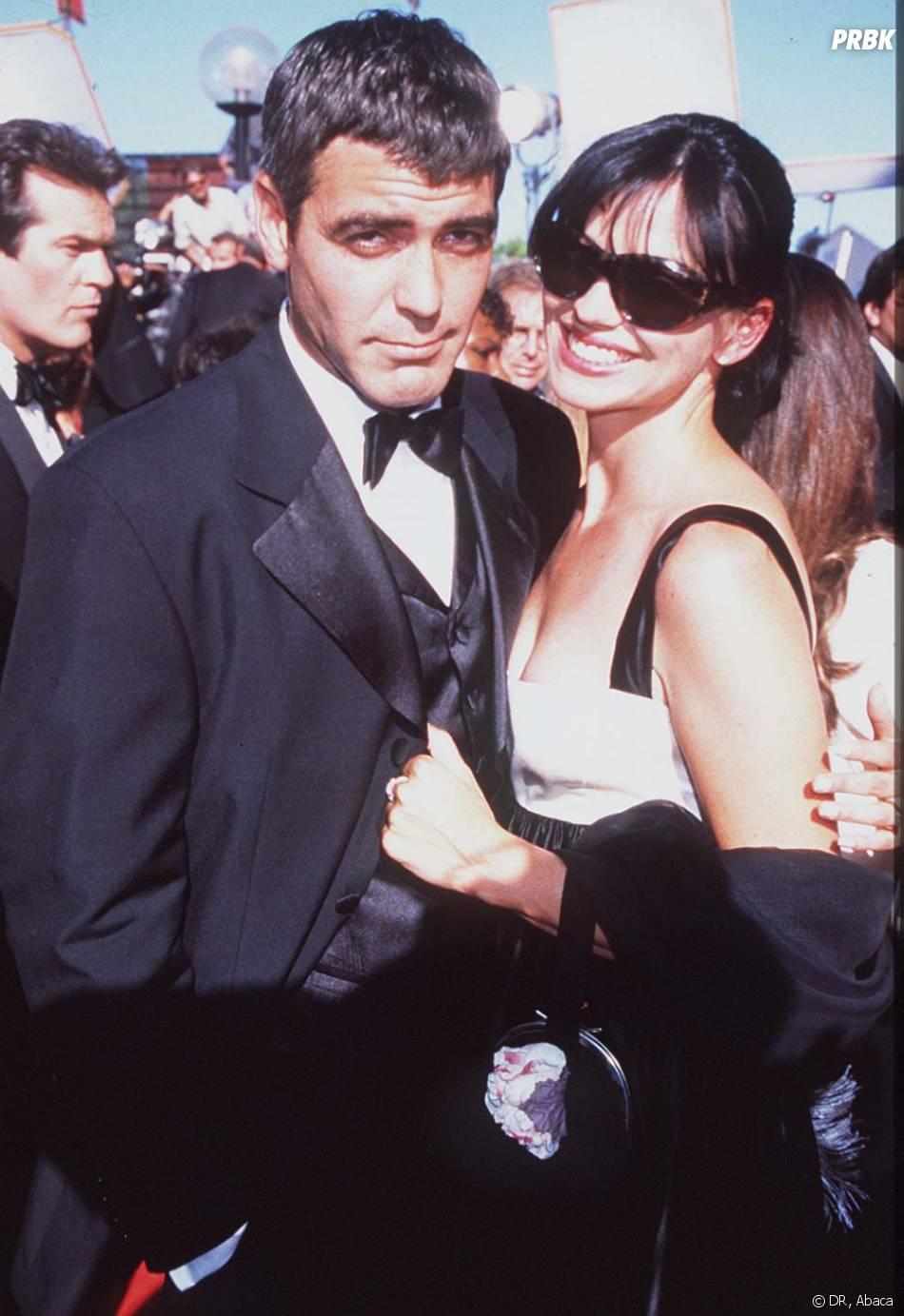 George Clooney et Karen Duffy en 1995, couple amoureux et heureux.