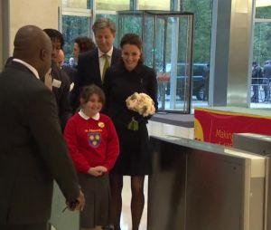 Kate Middleton en sortie officielle à Londres à la rencontre des enfants le 20 novembre 2013