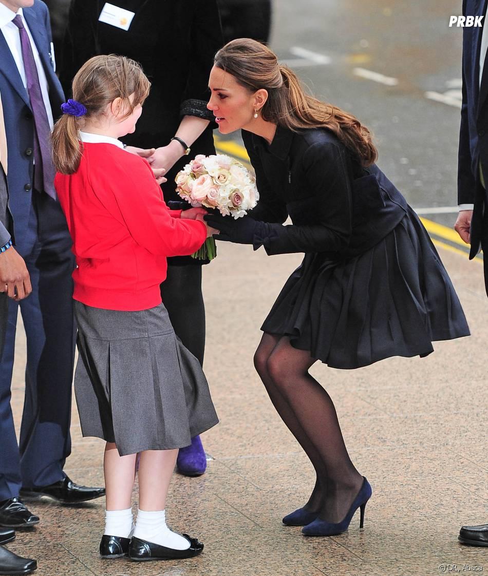 Kate Middleton fait oeuvre de charité à Londres le 20 novembre 2013