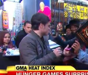 Josh Hutcherson proche de ses fans