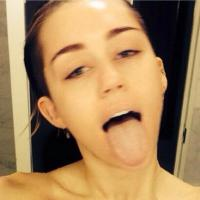 Miley Cyrus : selfie au naturel en sortant de la douche