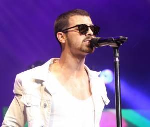Joe Jonas recadré par Miley Cyrus