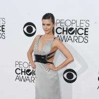Heidi Klum, Nina Dobrev... : décolletés VS tenues sages aux People's Choice Awards 2014