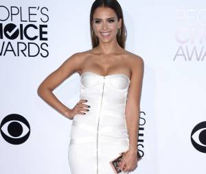 People's Choice Awards 2014 : Jessica Alba sur le tapis-rouge le 8 janvier 2014 à Los Angeles