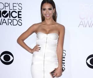 People's Choice Awards 2014 : Jessica Alba sur le tapis-rouge le 8 janvier 2014 à Los Angeles