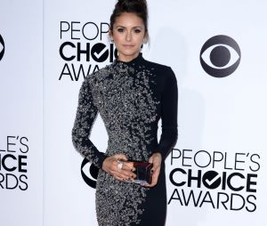 People's Choice Awards 2014 : Nina Dobrev sur le tapis-rouge le 8 janvier 2014 à Los Angeles