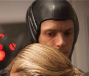 Joel Kinnaman et Abbie Cornish dans RoboCop de José Padilha
