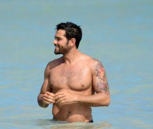 Dallas : Jesse Metcalfe à la plage