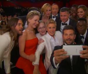 Jared Leto, Jennifer Lawrence, Bradley Cooper... les coulisses du selfie d'Elle DeGeneres aux Oscars 2014, le 2 mars 2014