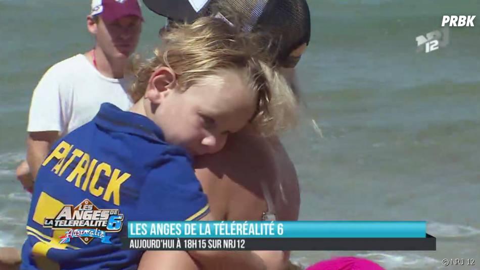 """Les Anges 6 : Amélie Neten en mode """"maman"""" avec un enfant"""